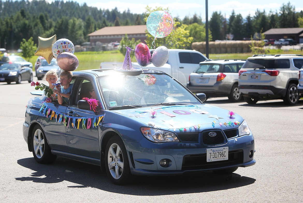 $ID/NormalParagraphStyle:Many of the cars were decorated with balloons in honor of Harriet Dent.