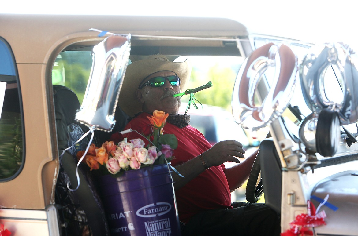 $ID/NormalParagraphStyle:Parade participants handed out roses to Harriet Dent — there were, of course, 100 in total.