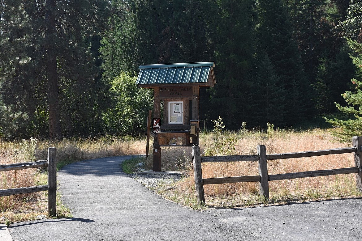 The Myrtle Falls Trail is well marked and easy to follow with many interesting and informative interpretive signs.