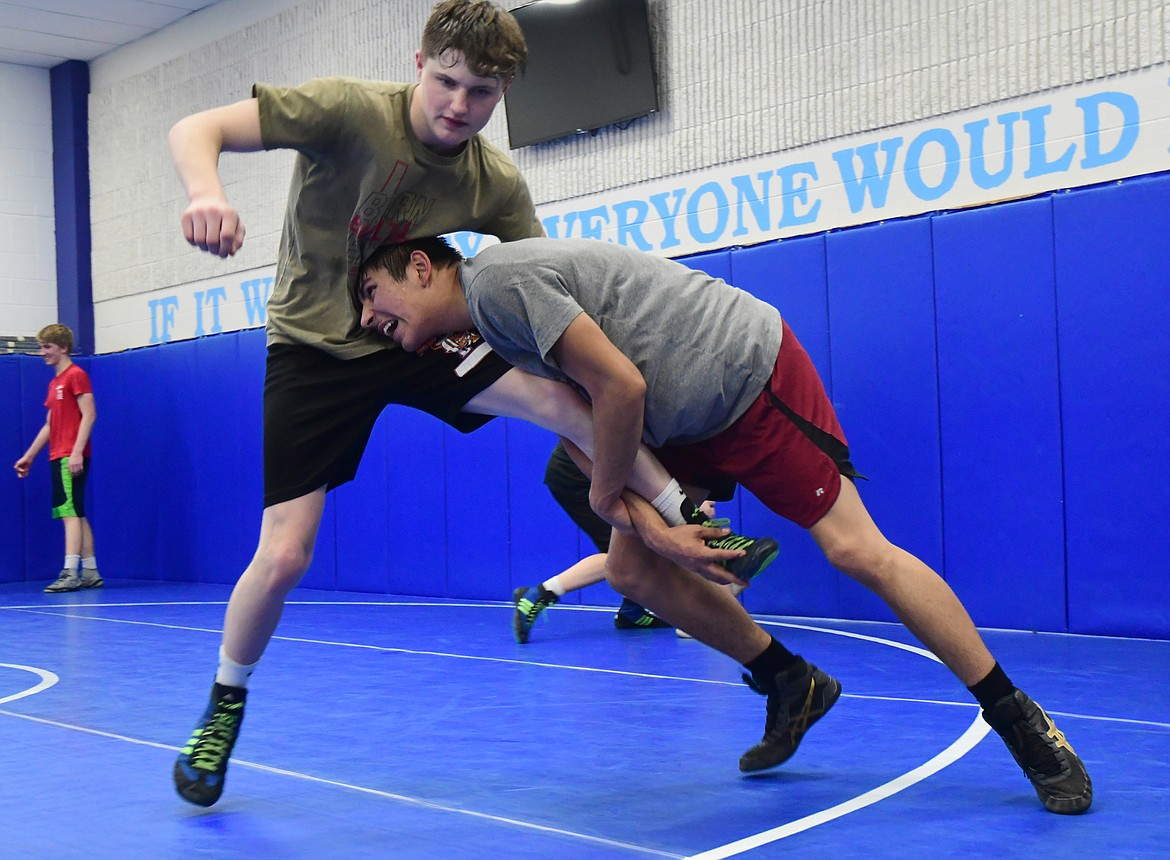 Trey Torpin (right) works on single leg with Ty Allen (left) in practice earlier this month. (Teresa Byrd/Hungry Horse News)