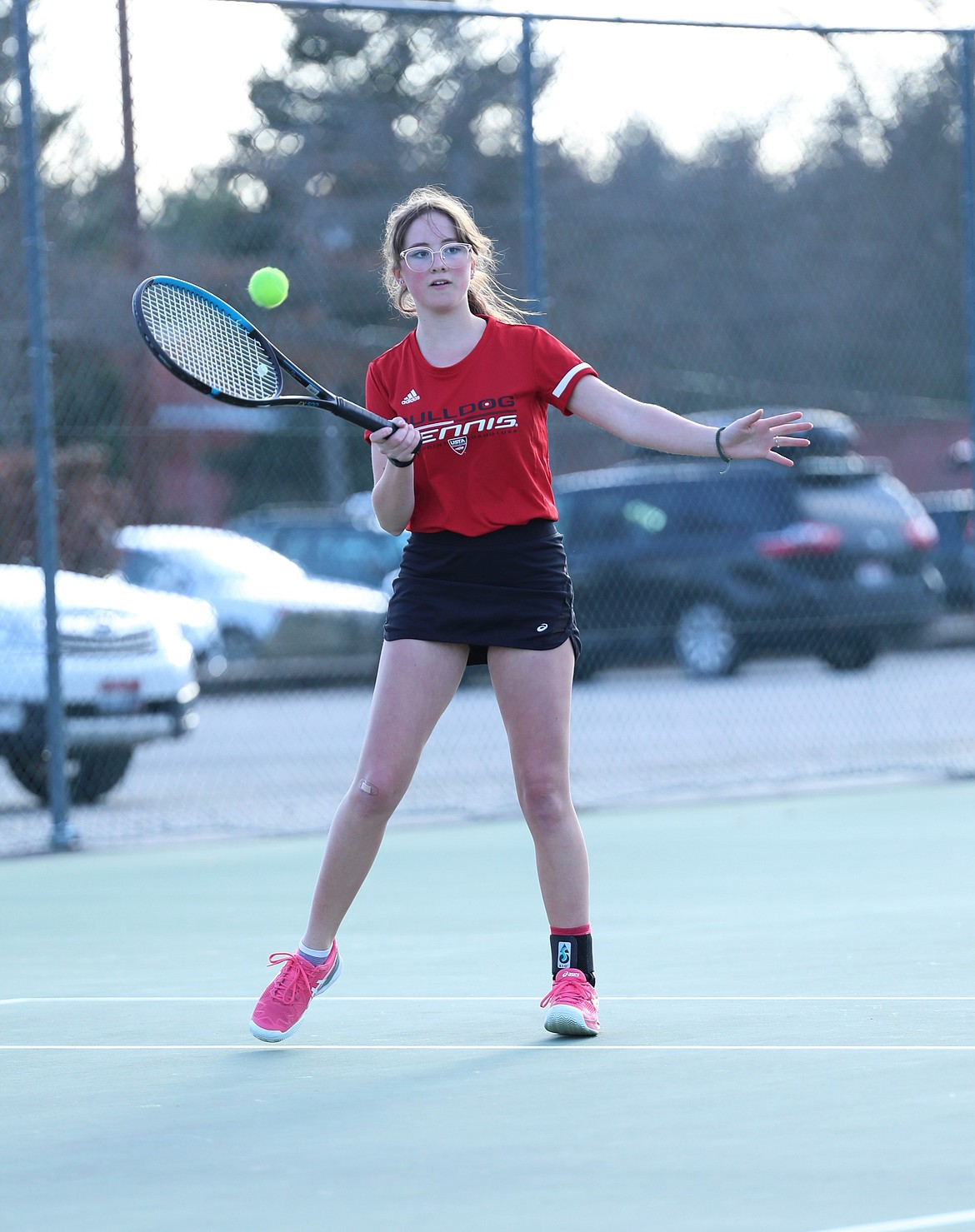 Denali Terry returns a shot during singles play on Wednesday.