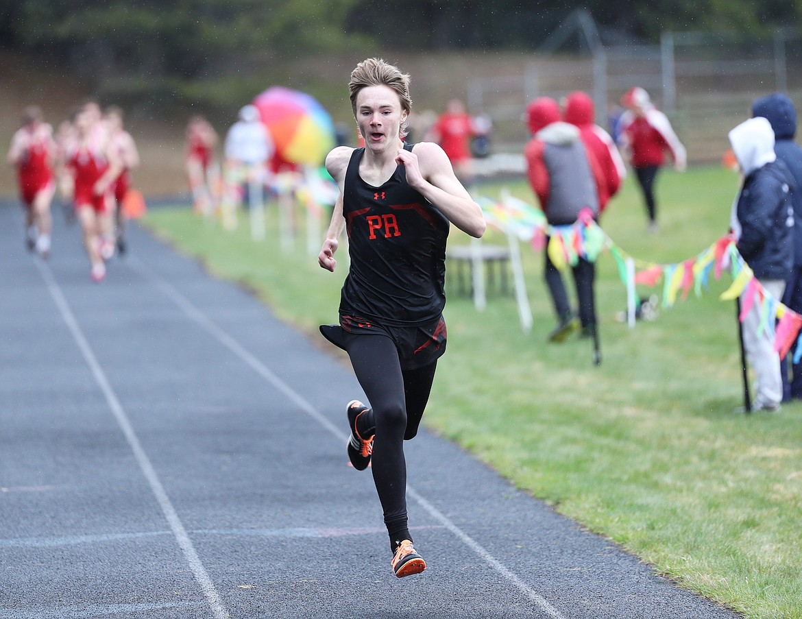 Ethan Korff nears the finish of the 800.