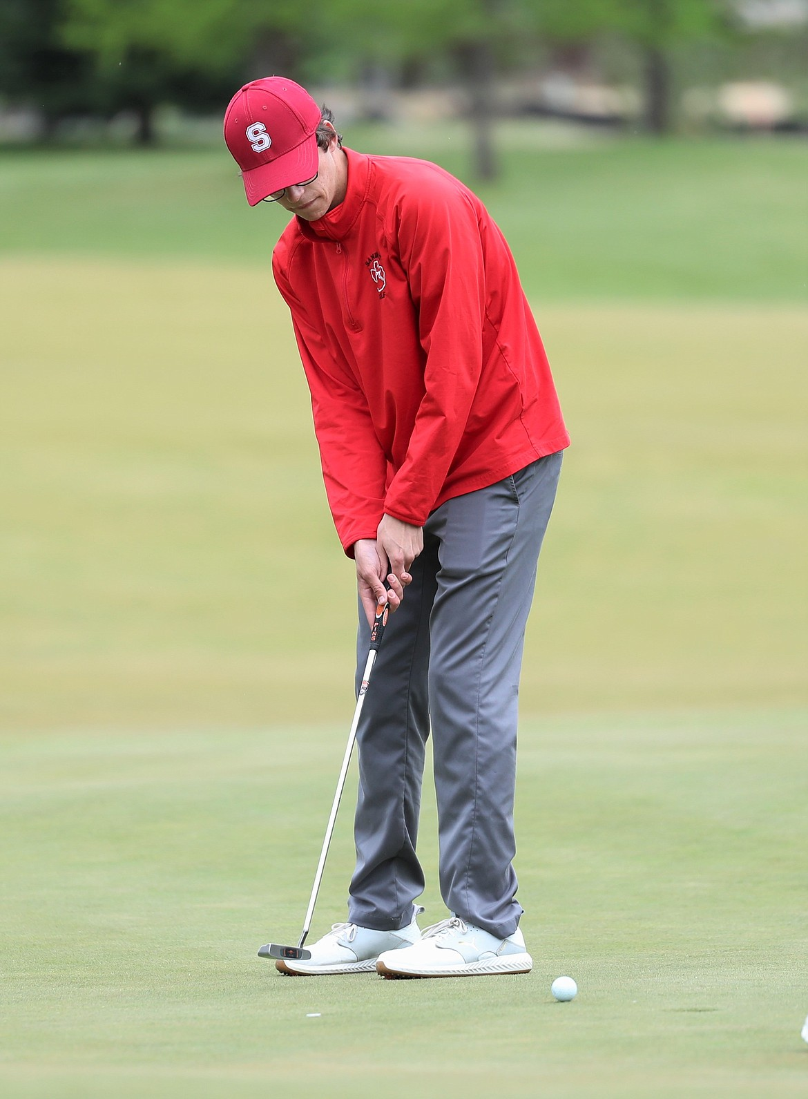 Connor Bird putts on Monday.
