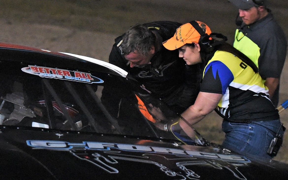 Dave Garber went over to BJ Tidrick's car immediately after the race to discuss the spinout at the finish. Tidrick said later it wasn't Garber's fault. He said he was having steering problems in the final laps. (Scot Heisel/Lake County Leader)