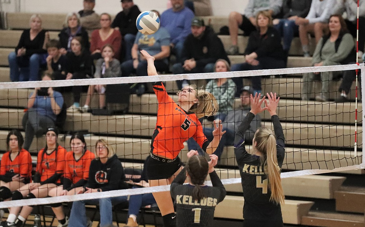 Helena White rises up for a kill last Wednesday.