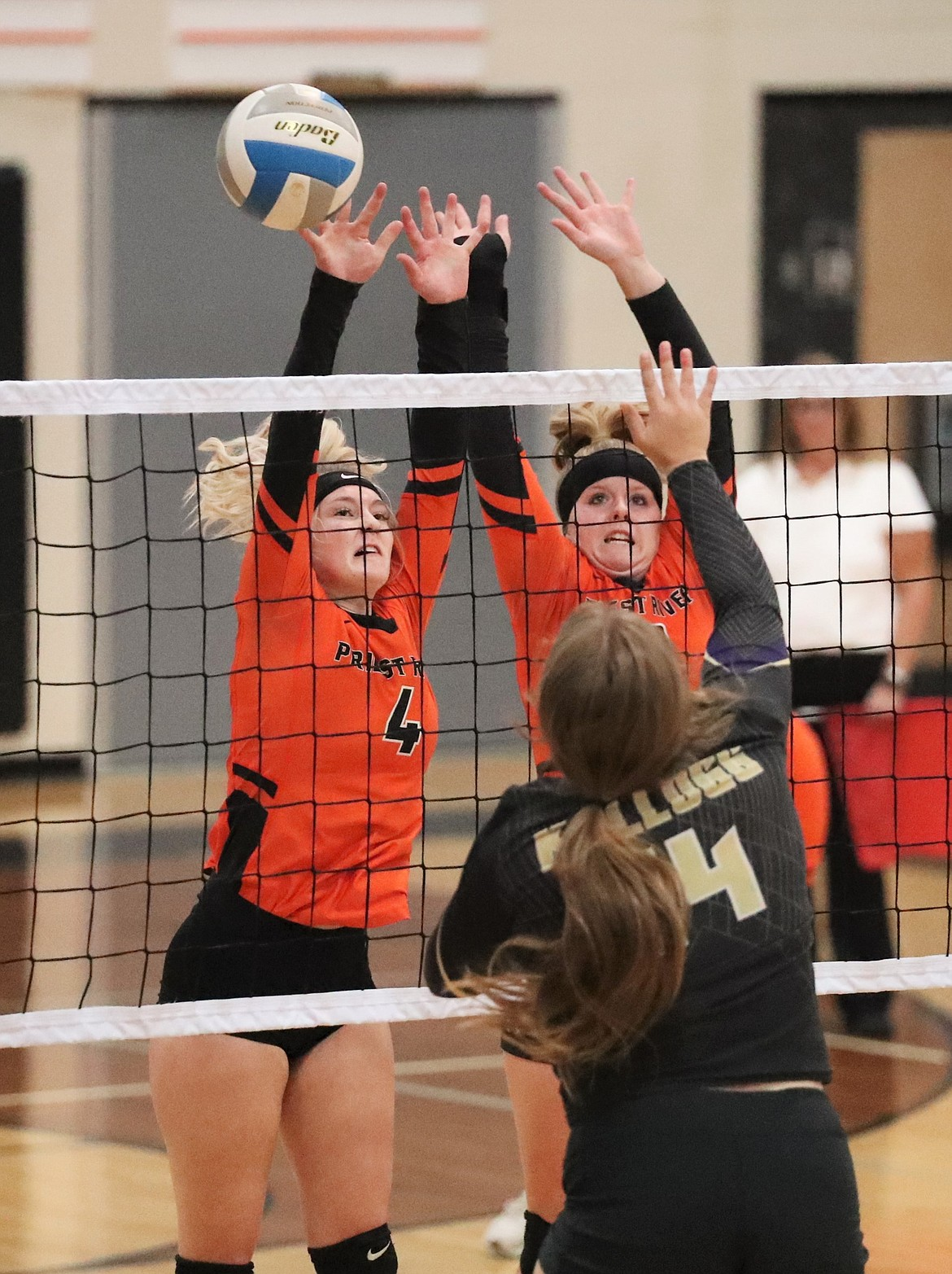 Ona Rose (left) and Allyson Barton elevate for a block against Kellogg.